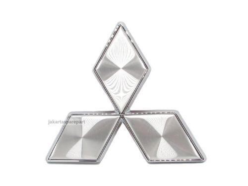 Emblem-Tiga-Berlian-Warna-Silver-Ukuran-4.7x4cm-For-Mitsubishi