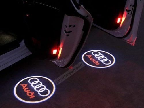 Contoh-Terpasang-3D-Door-LED-Audi-Q7-2006-Nyala-Merah